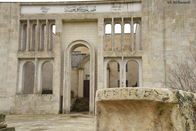 The main facade of the Mosul Museum. The building was designed by the Iraqi architect Mohamed Saleh Makiya in 1969 and it was completed in 1974. Photo credit: Ali Al-Baroodi.