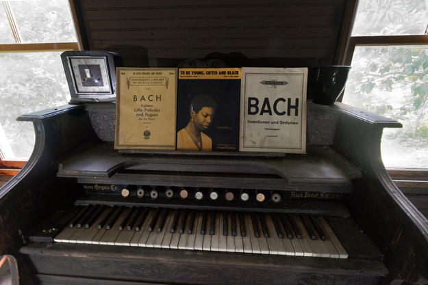 Piano and personal artifacts of Nina Simon, 2018. Photo courtesy of the National Trust for Historic Preservation.