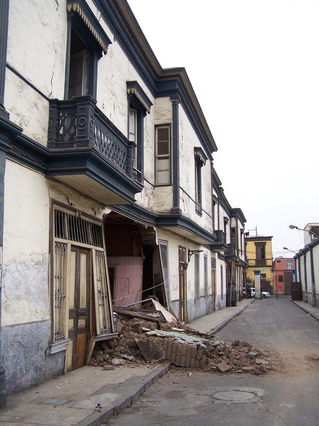 Collapsed wall in Quinta Heeren, 2007
