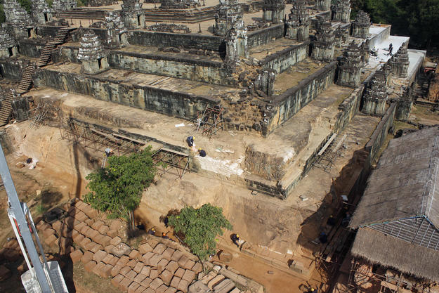 The southeast corner of the temple of Phnom Bakheng, partway through the dismantling of the terrace walls at Levels F and E (two lowermost levels, 2013