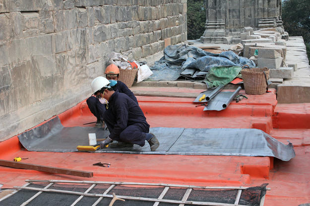 Specially trained WMF workers install a layer of lead at the location of a terrace shrine, 2015