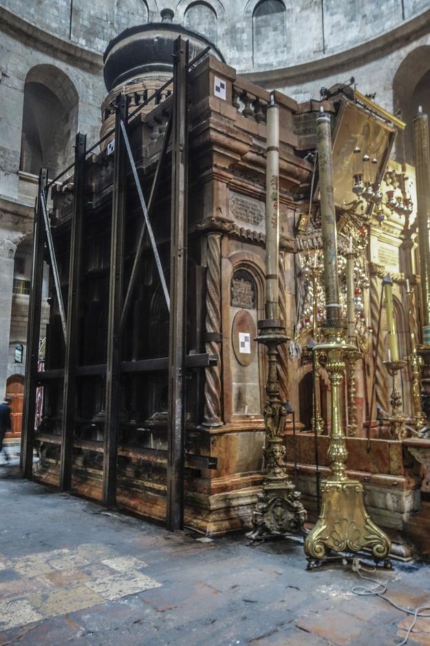 The current Edicule, supported by heavy shoring that was installed in 1947
