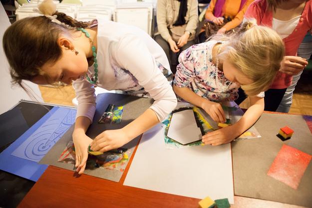Local children creating Shukhov Tower-inspired art. Photo: Natalia Melikova for World Monuments Fund, 2016