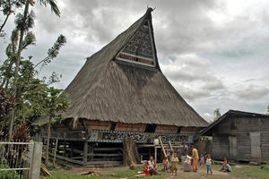 The house, approximately 350 years old, restored by the Lingga village intiative, is the house of the former raja's family. Lingga village now has a population of approximately 700 families, mostly farmers, who sell their produce, including cabbages, carrots and oranges, in Kabanjahe and Berastagi. There are two elementary schools (TK); for higher education students go to Kabanjahe and later, if possible, to Bandung, Java.  The village has only nine traditional houses left standing; nineteen have been lost in the past twenty years., 8 September 2008