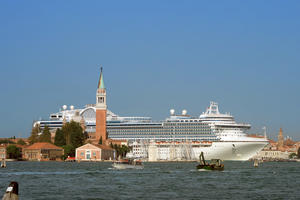 The current dangerous route of the cruises through the historic center, 2nd September 2009