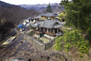 A view of the Simwonjeong Pavilion and the surrounding garden from the East, 2013