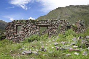 Remains of a kallanca (great hall), an Inca structure used by the workers as shelter , 2013