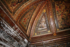 """Polychrome and gilded wooden ceiling in the nave of S""""o CristÛv""""o, showing water damage on the walls, 2014"""