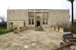 Mosul Museum façade before restoration, April 2014.