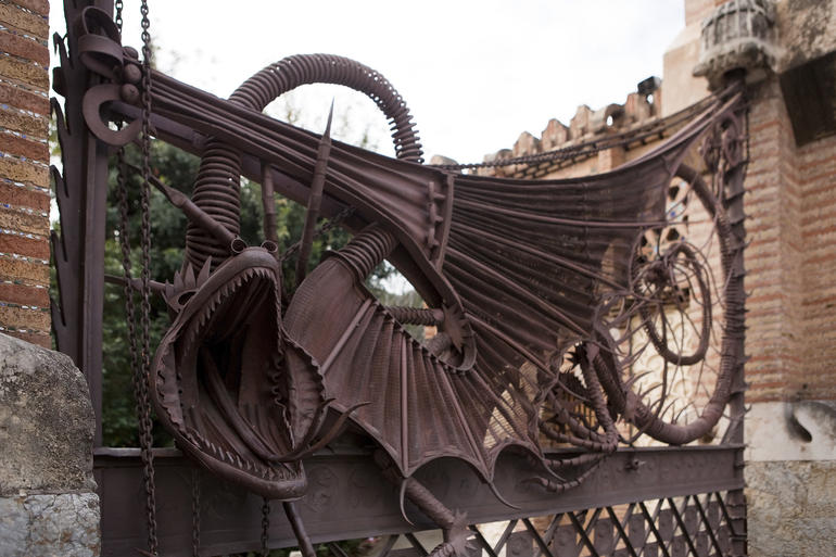 The two pavilions are centered by a wrought iron gate depicting two spectacular dragons