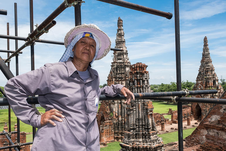 Pi Lengee poses with Wat Chaiwatthanaram's central prang in the background.