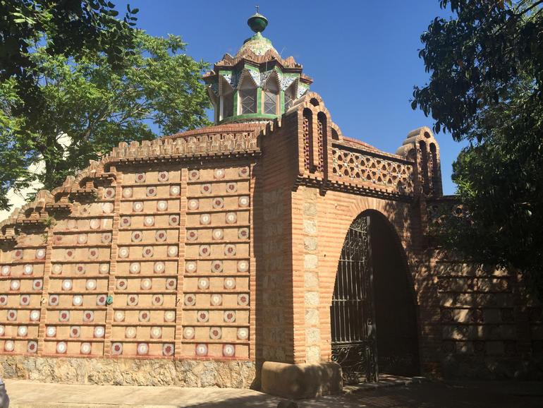 Güell Pavilions picadero exterior