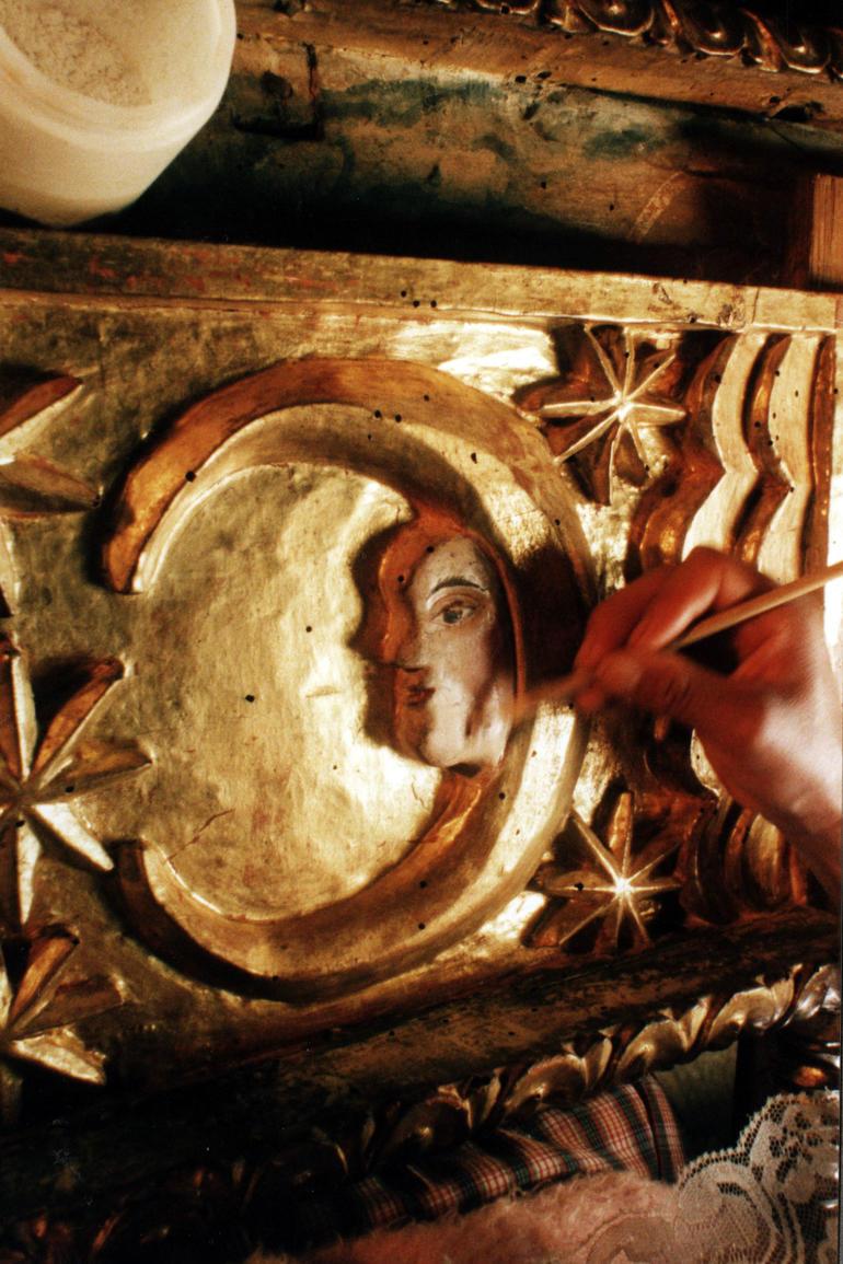 Conservation of the Virgen de Guadalupe altarpiece at the Apostol Santiago Church in Nurio, Michoacán.
