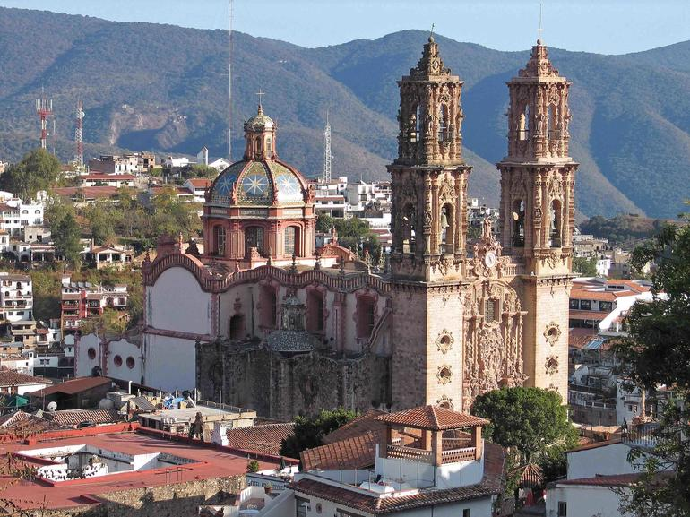 Exterior of the eighteenth-century church of Santa Prisca in Taxco de Alarcón, during conservation.