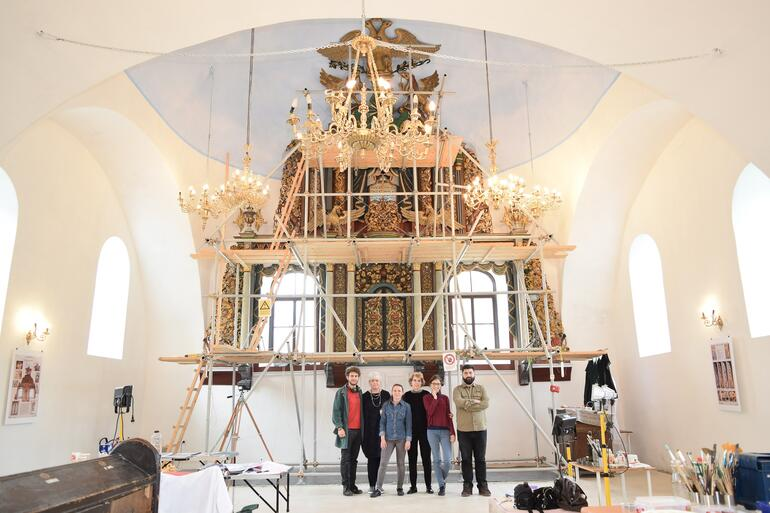 The restoration team at the Great Synagogue of Iasi, Romania in front of the aron kodesh in 2018