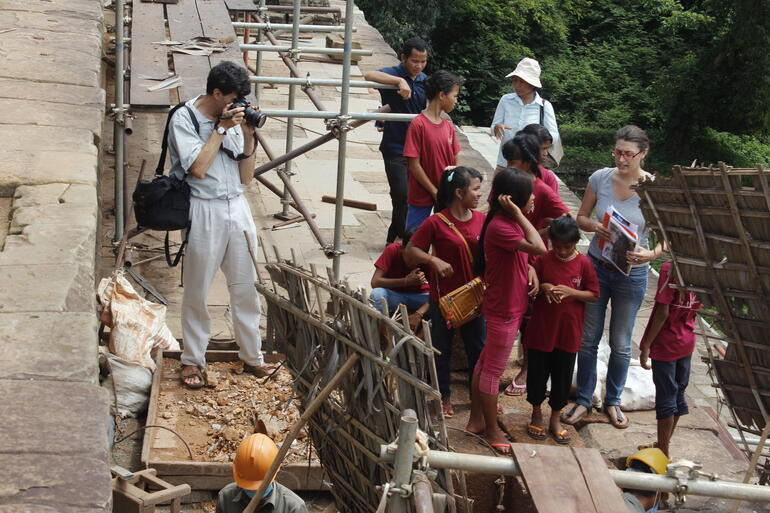 Ginevra giving a tour of Phnom Bakheng temple at Angkor to students from the Anjali House School in 2014.