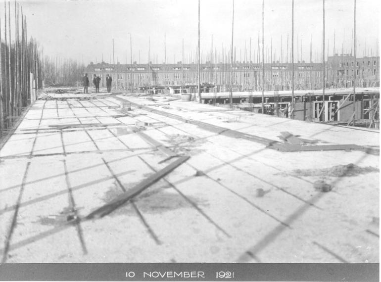 Justus van Effen during construction, November 1921