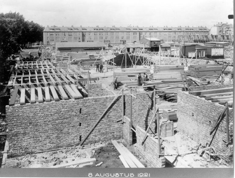 Justus van Effen during construction, 1921