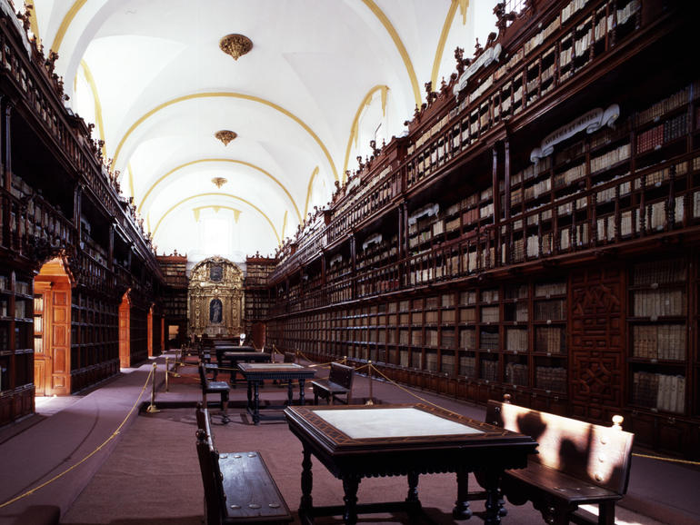 General view of the Palafoxiana Library, the oldest public library in the Americas.
