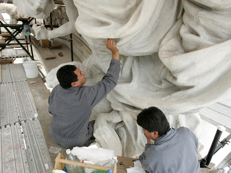 Cleaning of the marble façade of the Palace of Fine Arts.
