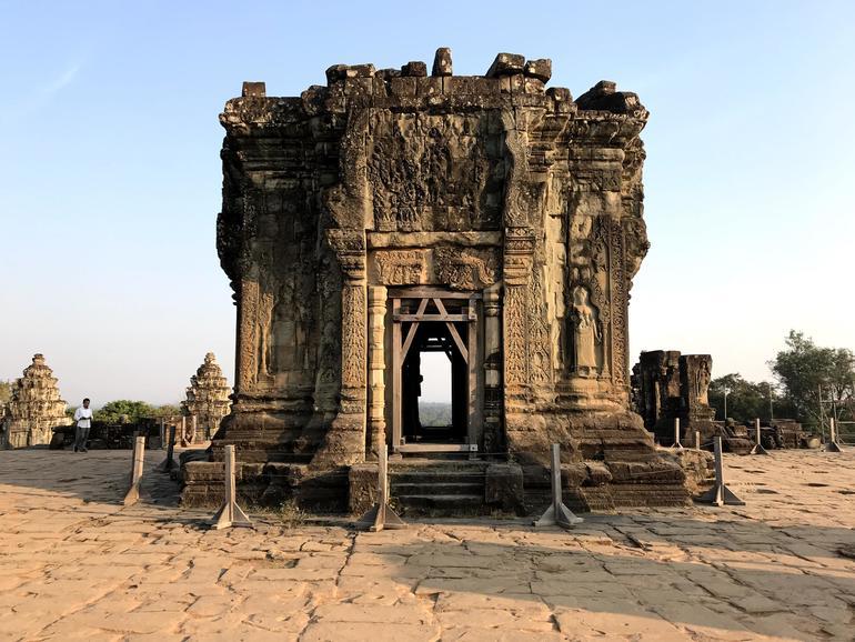 Central shrine atop Phnom Bakheng.