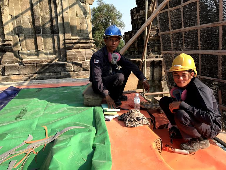 Skilled workers waterproof Phnom Bakheng.