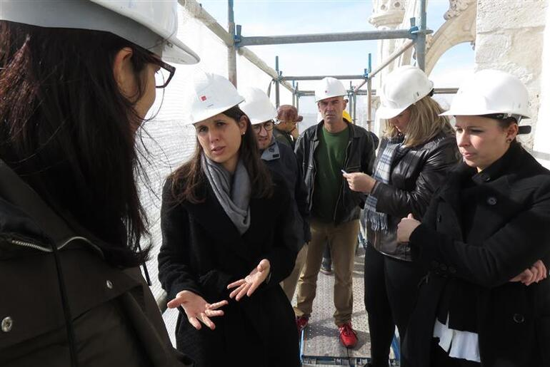 Teresa during a visit with university students of the scaffolds around Jerónimos Monastery.