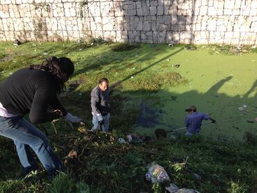 Community-organized cleanup of the canal, courtesy of Fundacion López de La Rosa.