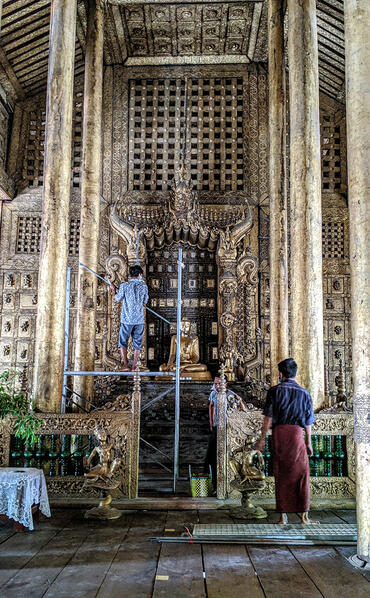 Erecting scaffolding for photographic documentation of the throne, 2020.
