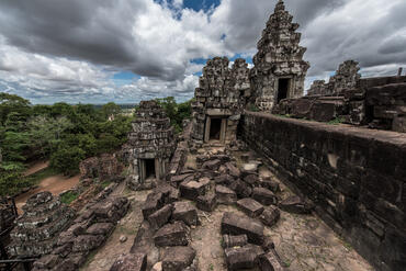The western half of Phnom Bakheng, to be restored. A view of the conserved eastern half of Phnom Bakheng. Photo by Amine Birdouz.